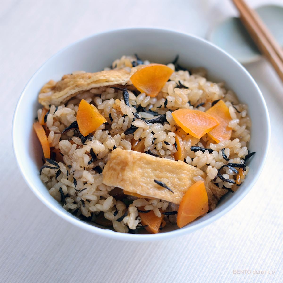 ひじきと人参、油揚げの炊き込みご飯は弁当に活躍、素朴で飽きない美味しい味わい。