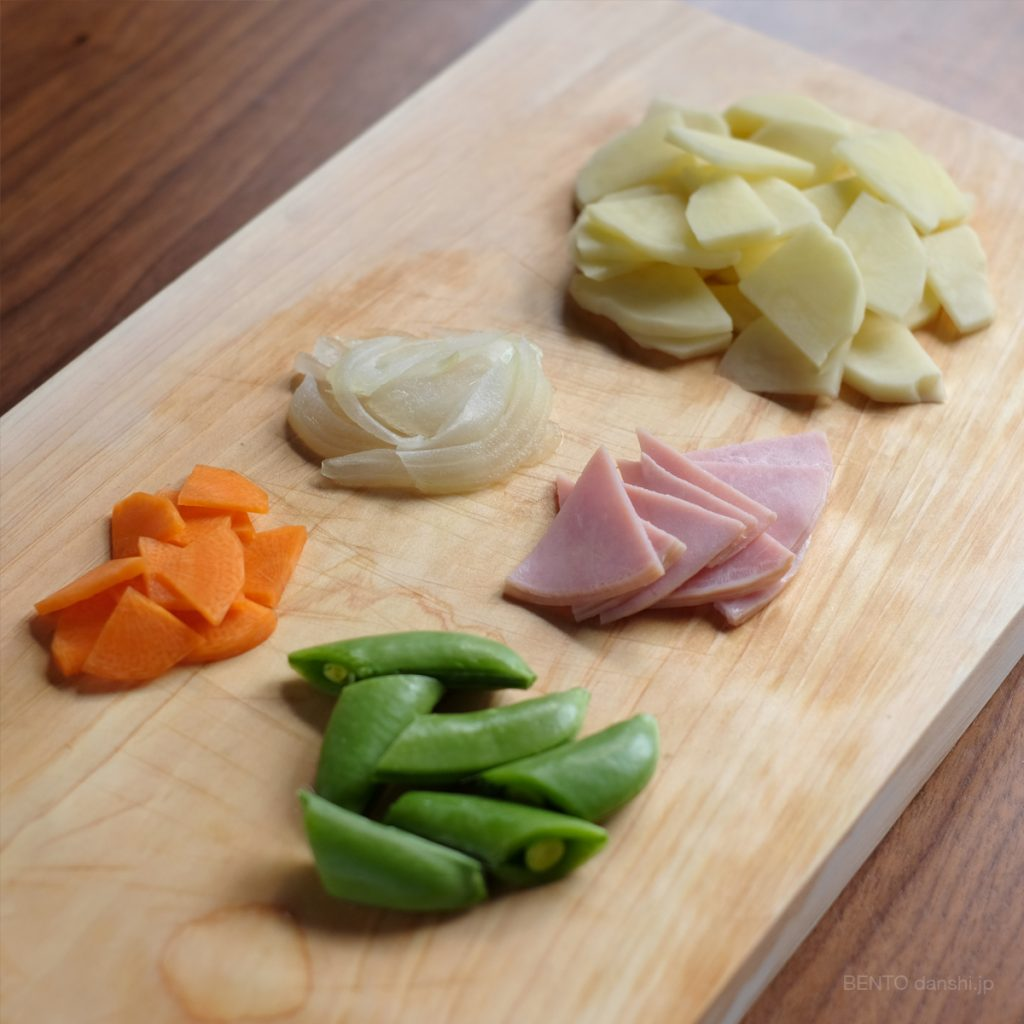 ハムとじゃがいも、スナップえんどうのクリームスープジャーの材料。余熱調理で簡単楽チンレシピ