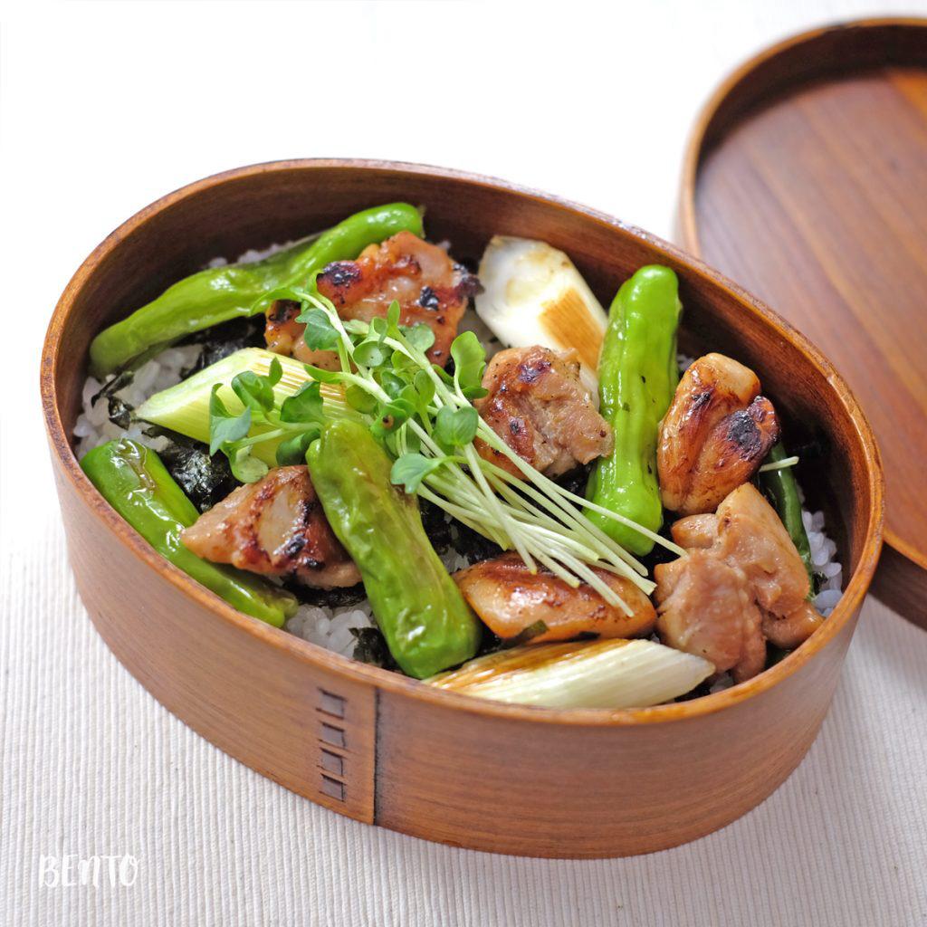 『焼き鳥丼の一品弁当』は昼からビールが欲しくなる!絶品おべんと丼の一品弁当です。