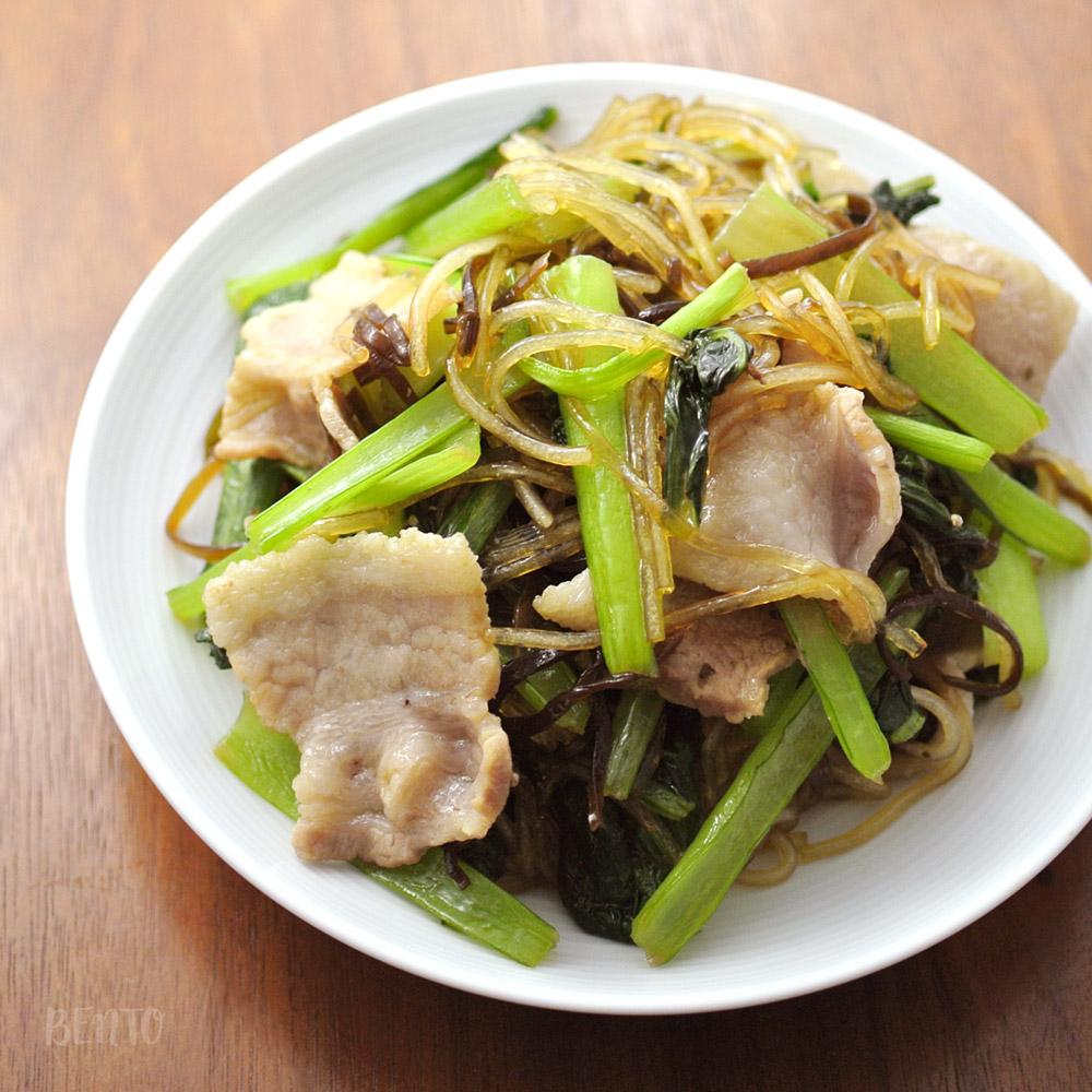 『小松菜のチャプチェ』は簡単で美味しい作り置き・常備菜レシピ!ご飯が捗るおかずレシピです。