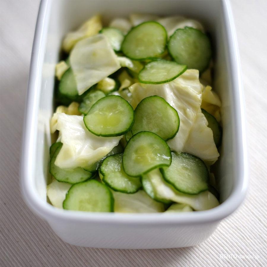 『キャベツときゅうりの塩もみ、しょうが入り』。超簡単で安くて美味しい、作り置き常備菜。