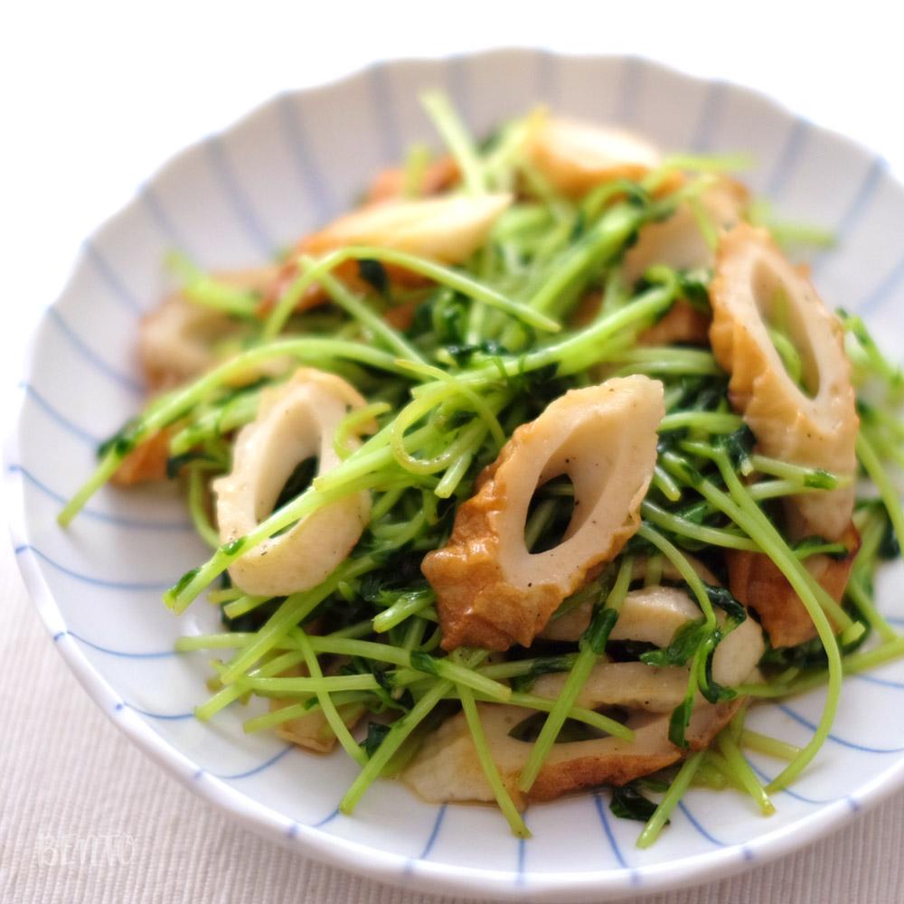『豆苗とちくわのごま油炒め』。かんたん節約レシピでしっかり美味しい作りおき・常備菜。