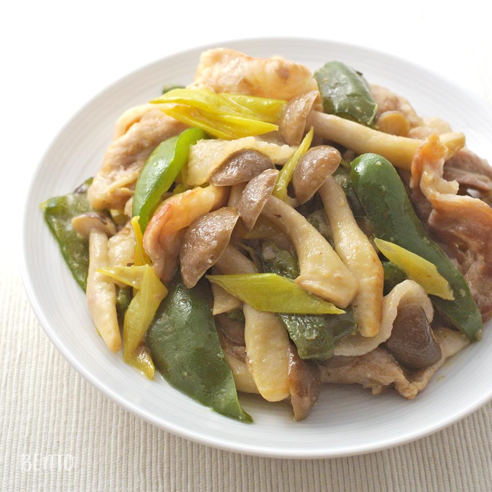 『きのこと豚肉のごまマヨネーズ炒め』。ジューシーでご飯が進む作り置き・常備菜レシピです。