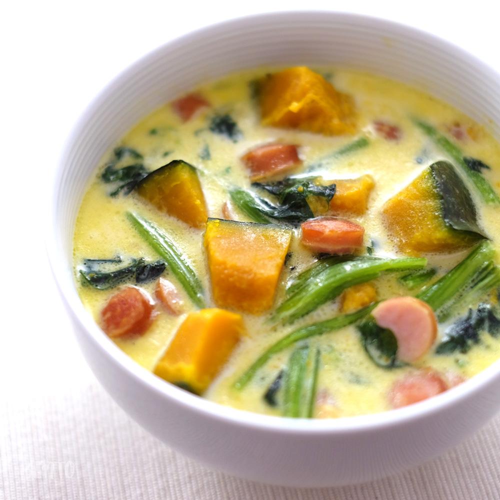 寒い日にほっこり染みる優しい味。『かぼちゃとほうれん草のミルクスープ』