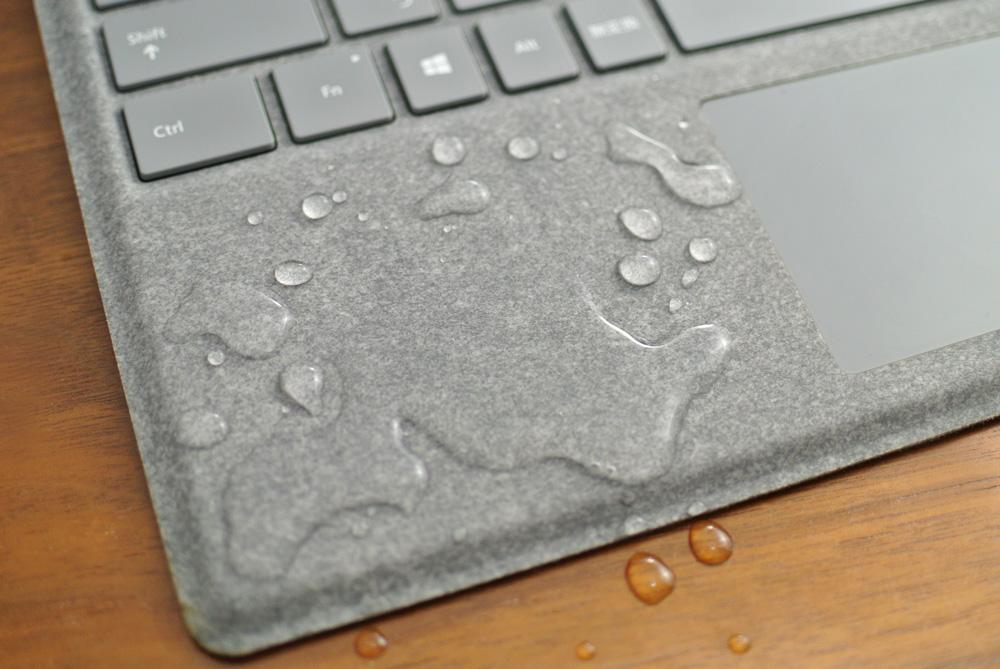 【アルカンターラのお手入れ方法まとめ】Surface Pro、Surface LaptopのAlcantara(アルカンターラ)素材Signatureタイプカバー・キーボードのお手入れと、汚れ落としの方法。