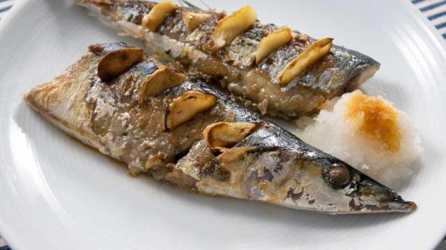 【秋刀魚とニンニクで簡単!】初物でジューシー。秋刀魚(さんま)のガーリック炒め。