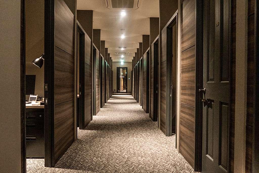ReqreeDojima(リクリー堂島)シェアオフィス 各部屋が並ぶ様は圧巻です。